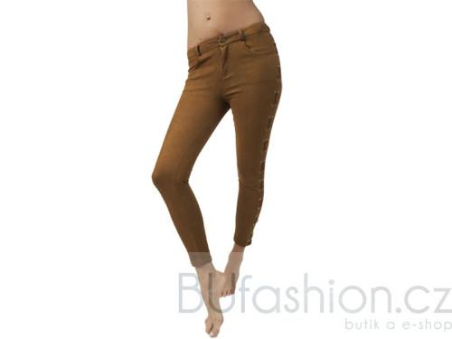 Hnědé kalhoty s tkaničkou z boku