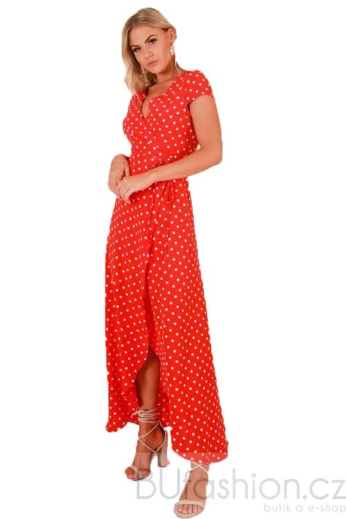 Červené maxi šaty s puntíky