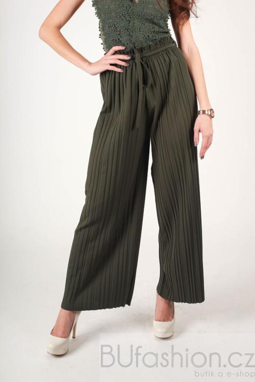 Khaki kalhoty plisované