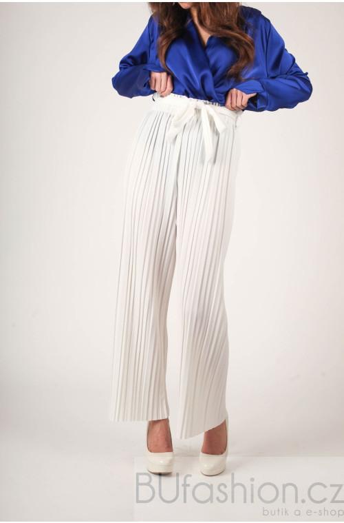 Bílé kalhoty plisované
