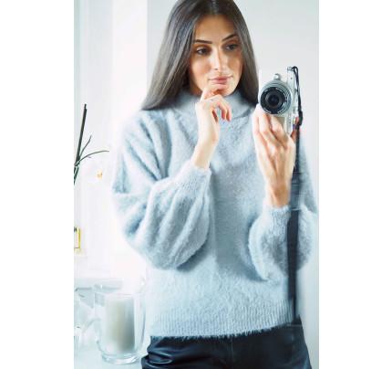 Šedomodrý jemný svetr s chlupem