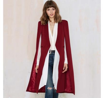 Červený kabát s průstřihy