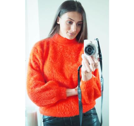 Oranžový jemný svetr s chlupem